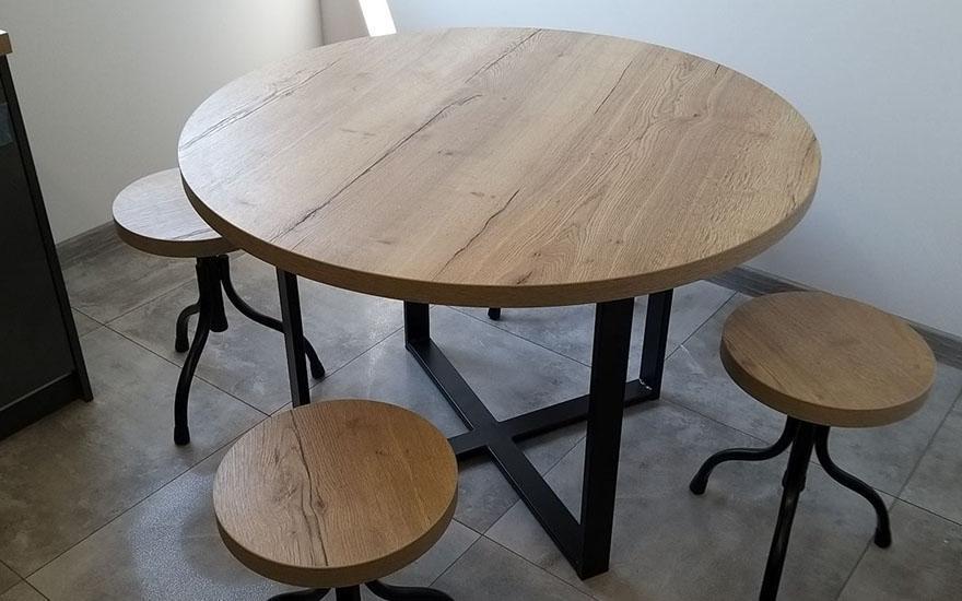Stół ze stołkami