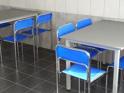 Stoliki i taborety 21